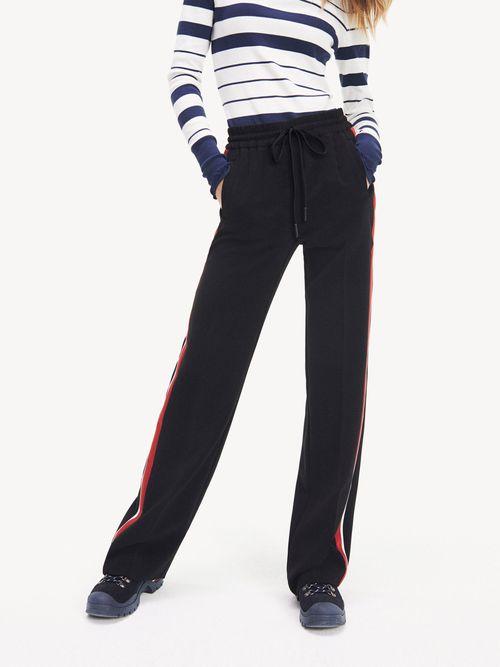 Pantalon-Essential-con-Cinta-Distintiva