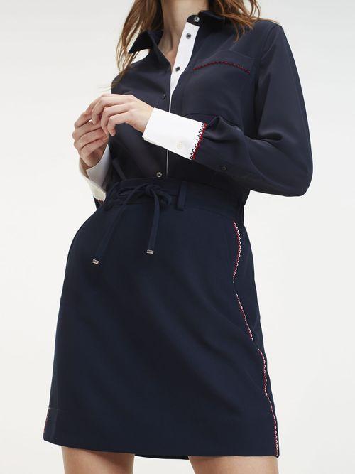 Falda-Corta-con-Costuras-Distintivas