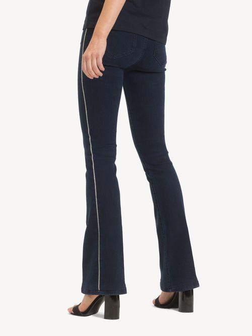 Jeans-Acampanados-con-detalle-de-Cadena-Tommy-Hilfiger