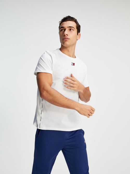PLAYERA-CON-INSCRIPCION-DEL-LOGO-Tommy-Hilfiger