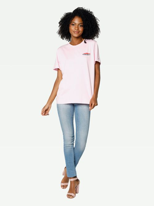 PLAYERA-COLOR-ROSA-LEYENDA-RELIEVE-Tommy-Hilfiger