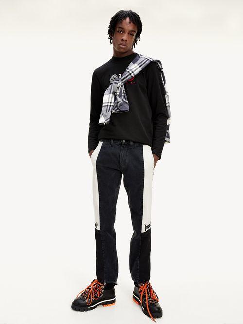 Jeans-Lewis-Hamilton-con-paneles-a-contraste-Tommy-Hilfiger