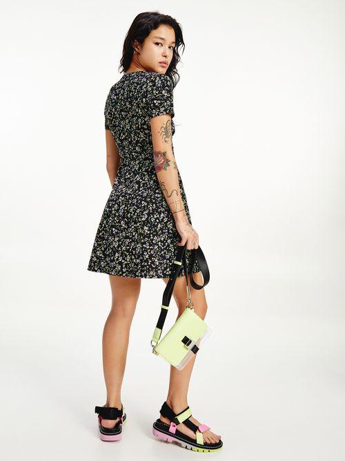 Vestido-corto-con-estampado-de-flores-Tommy-Hilfiger