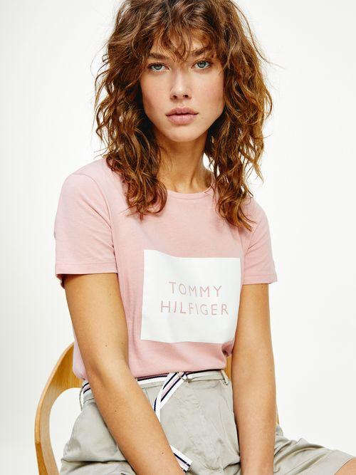Playera-de-cuello-redondo-con-logo-enmarcado-Tommy-Hilfiger