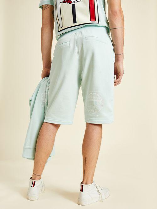 Shorts-de-cordon-con-logo-en-la-pierna-Tommy-Hilfiger