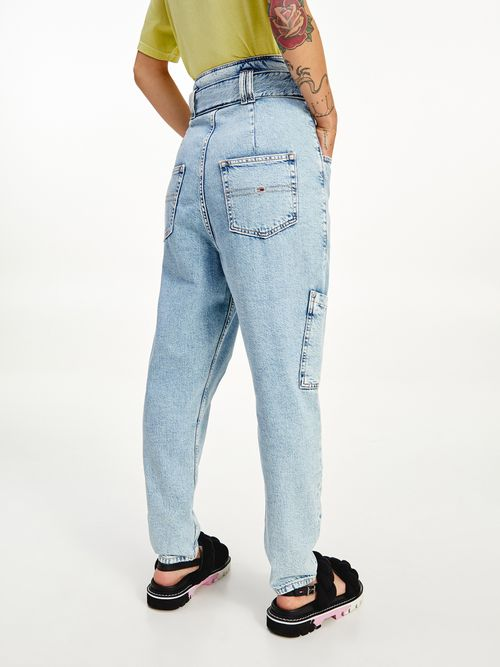 Jeans-corte-mom-conicos-de-talle-superalto-y-cintura-paperbag-Tommy-Hilfiger