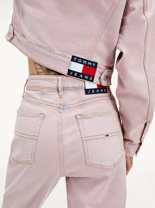 Jeans-mom-de-pernera-conica-y-talle-superalto-Tommy-Hilfiger