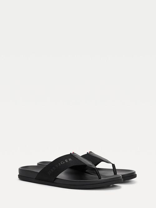Sandalias-de-tejido-trenzado-con-logo-engomado-Tommy-Hilfiger