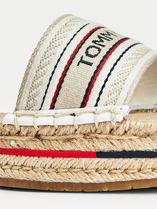 Sandalias-de-plataforma-artesanales-Tommy-Hilfiger