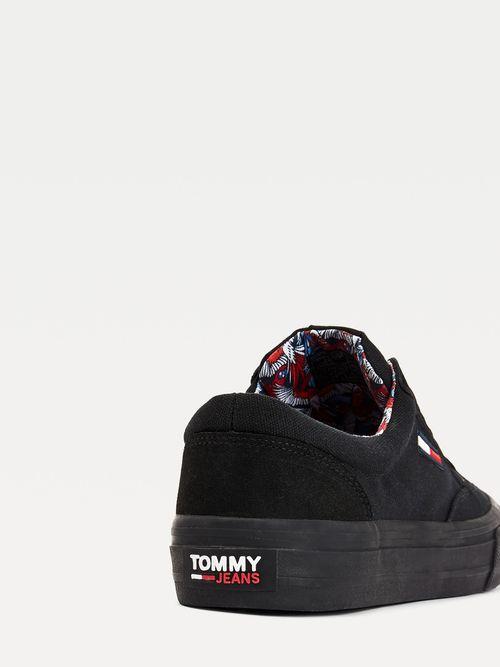 Tenis-deportivos-con-ribete-a-contraste-Tommy-Hilfiger
