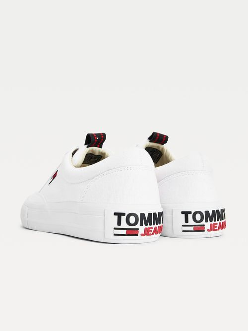 Tenis-deportivos-skater-con-cordones-Tommy-Hilfiger