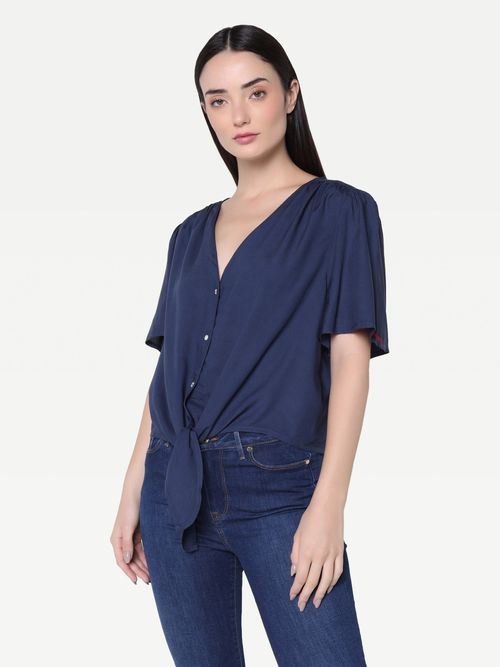 Camisa-corte-cropped-con-nudo-frontal-Tommy-Hilfiger